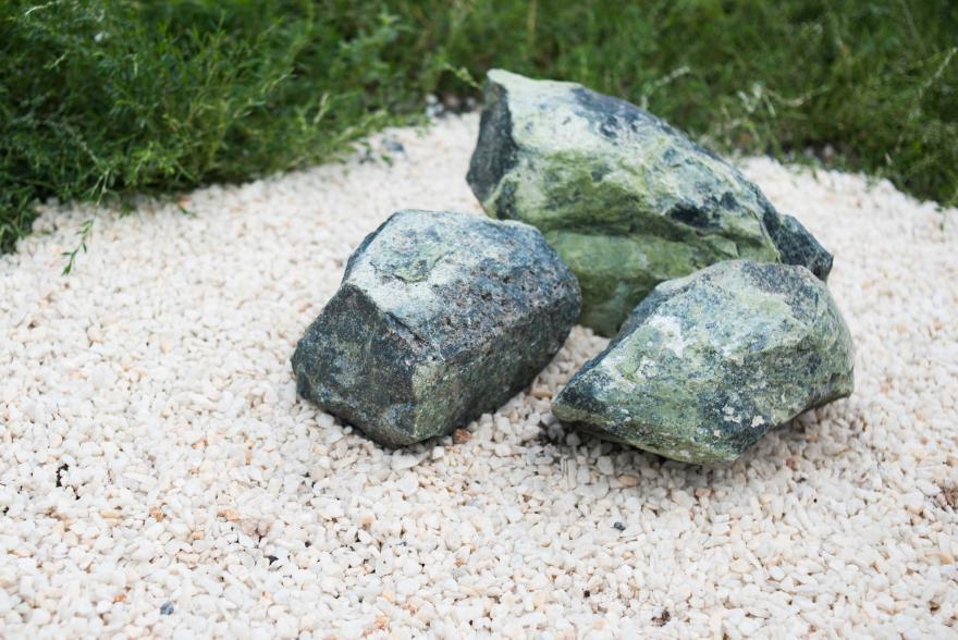 Ландшафтный камень - Змеевик галтованный